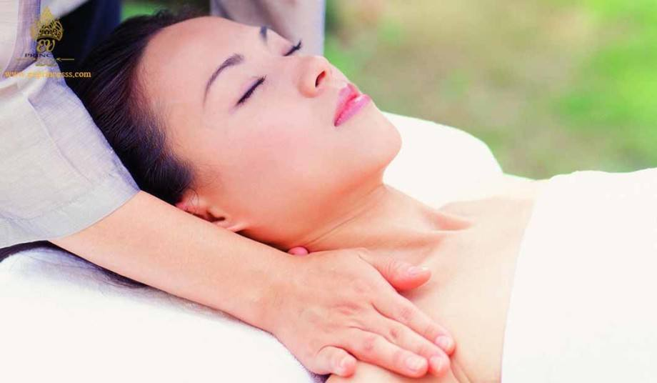 massage tri lieu doi voi dau co